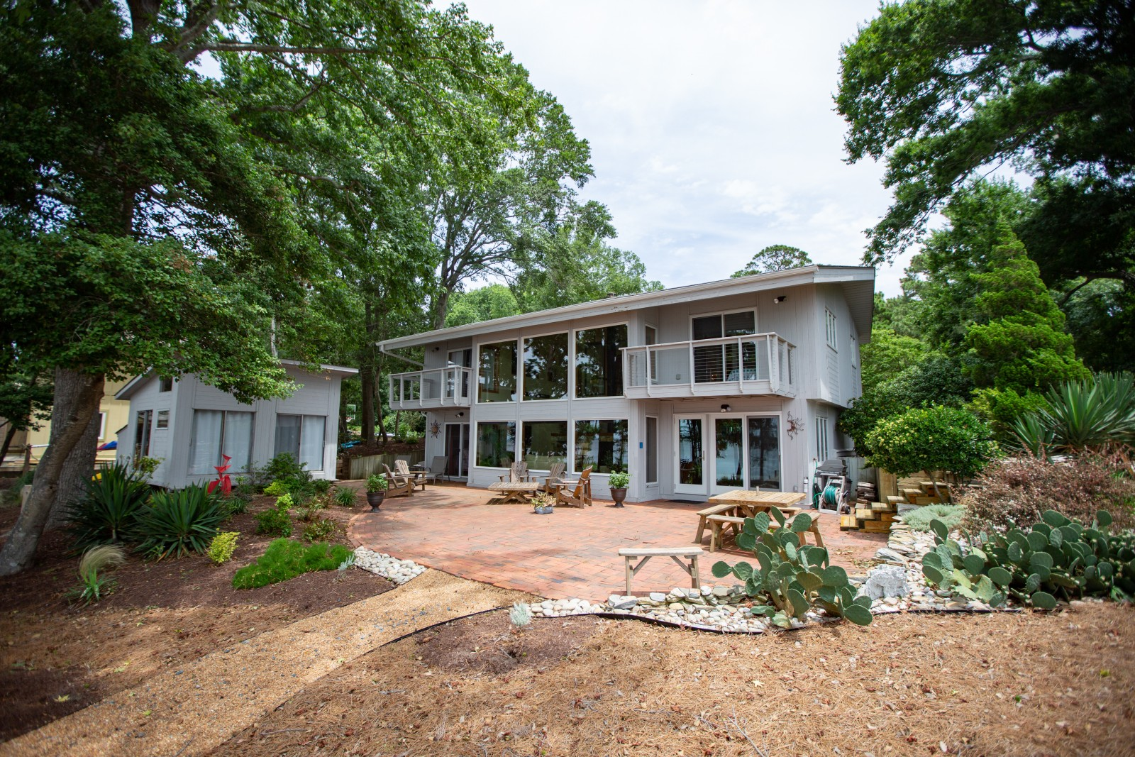 321 North Dogwood Trail